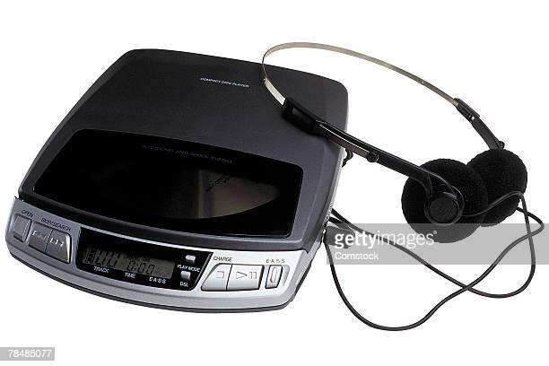portable cd player with headphones - 1990 1999 fotografías e imágenes de stock