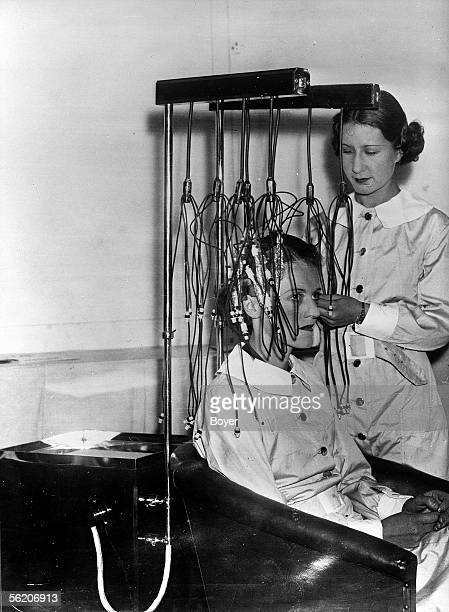 Portable instrument for a perm at home England 1934