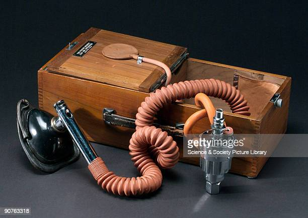 portable �Walton Minnitt� apparatus for nitrous oxide and air analgesia by Coxeter 19361950