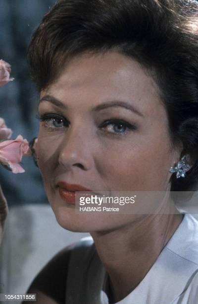 Portait de l'actrice américaine Gene TIERNEY Septembre 1961 Ici en gros plan et de troisquarts regardant l'objectif