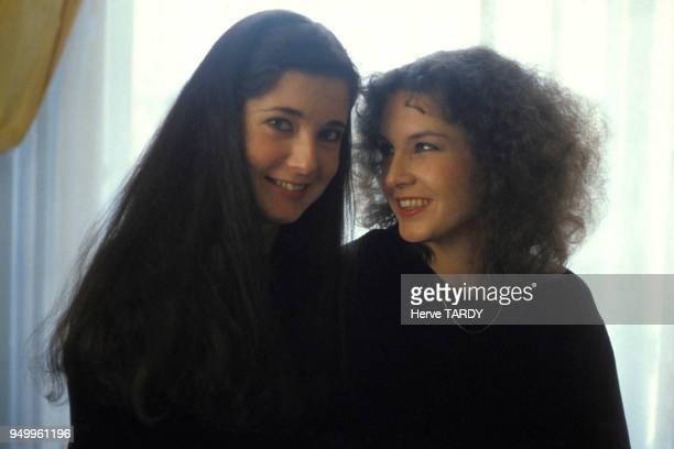 Portait des pianistes Marielle et Katia Labèque en octobre 1981 à Hendaye France