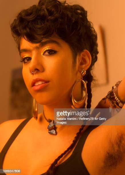 portait of a young latin american woman - armpit hair stock-fotos und bilder