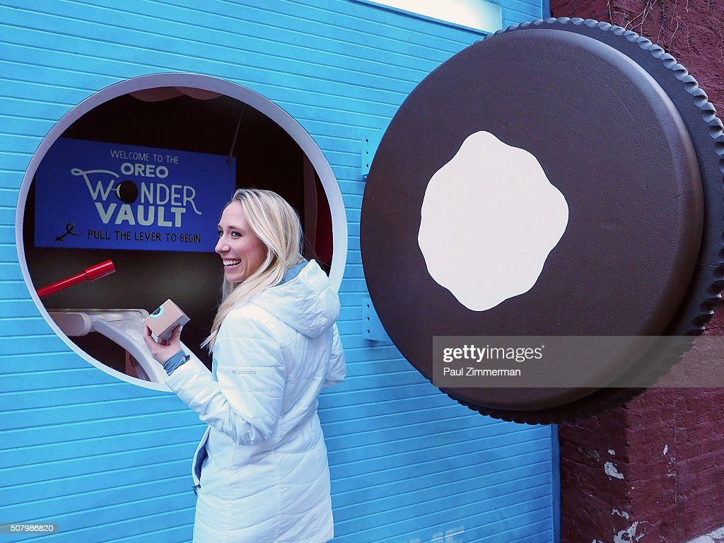 A Portal Into The OREO Wonder Vault Reveals Limited Edition Filled Cupcake Flavored OREO Cookies In NYC : News Photo