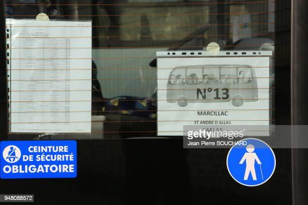 Porte d'entrée d'autobus pour le transport de lycéens devant le Lycée Pré de Cordy à Sarlat enseignement général technologique et professionnel...