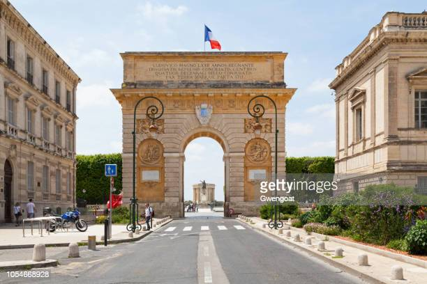 porte du peyrou in montpellier - montpellier stock pictures, royalty-free photos & images