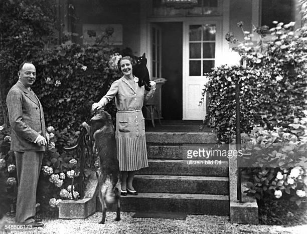 Porten Henny Actress Germany *07011890 with her husband Wilhelm von KaufmannAsser Photographer Erich Salomon Vintage property of ullstein bild