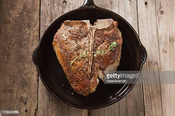 Porterhouse-Steak In Gusseisen Pfanne