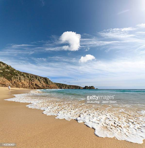 porthcurno beach - s0ulsurfing stock pictures, royalty-free photos & images