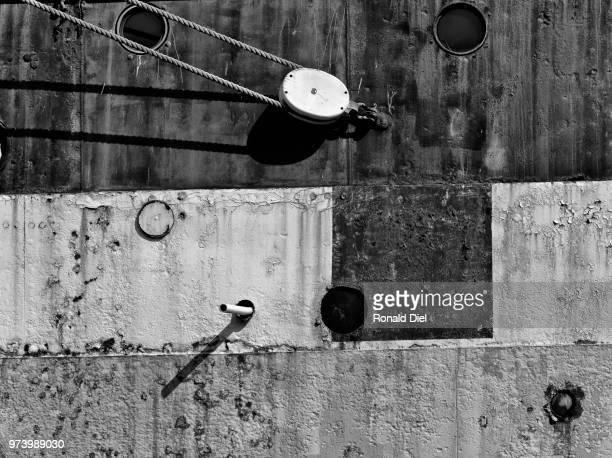 portholes and rust - rust colored - fotografias e filmes do acervo