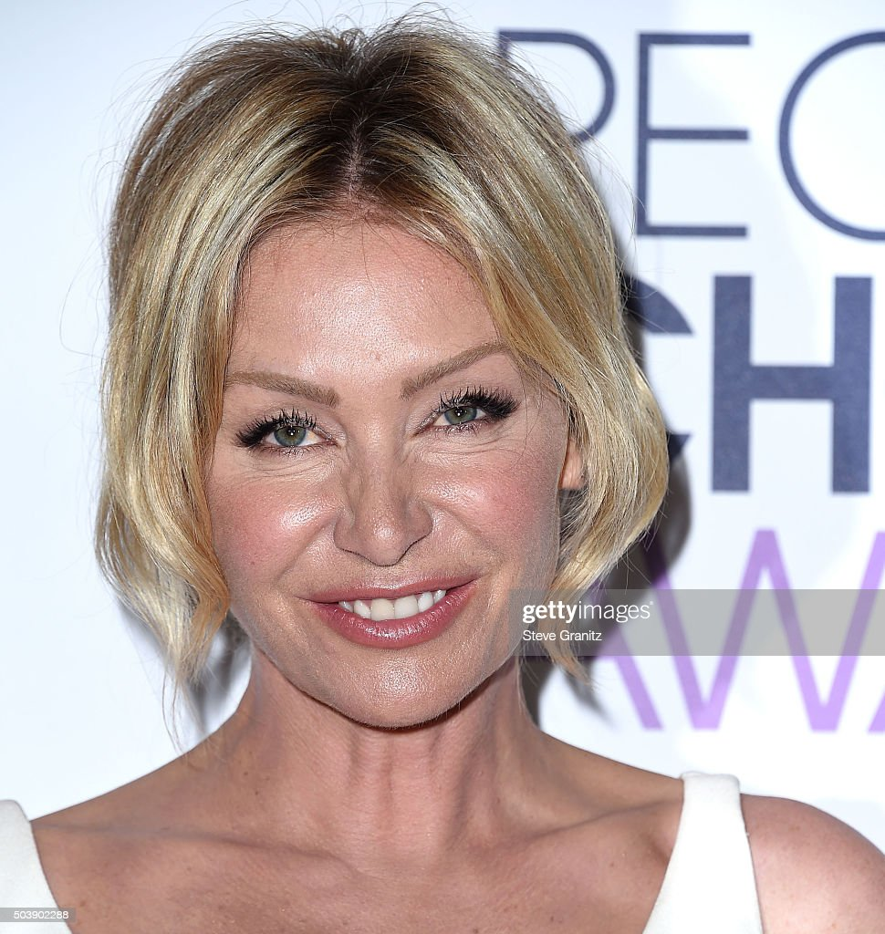 Portia De Rossi Poses At The Peoples Choice Awards 2016 At