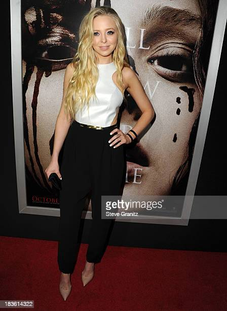 """Portia Doubleday arrives at the """"Carrie"""" - Los Angeles Premiere at ArcLight Hollywood on October 7, 2013 in Hollywood, California."""
