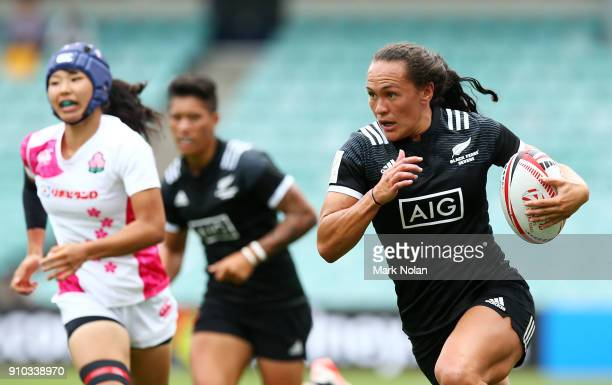 Portia Woodman of New Zealand makes a break in womens the pool match between New Zealand and Japan during day one of the 2018 Sydney Sevens at...