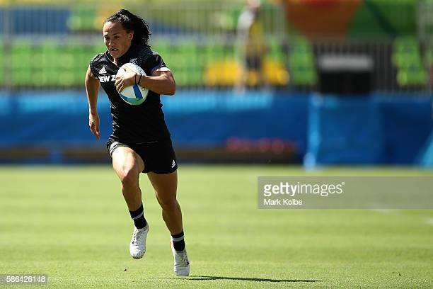 Portia Woodman of New Zealand runs with the ball to score a try during a Women's Pool B rugby match between New Zealand and Kenya on Day 1 of the Rio...