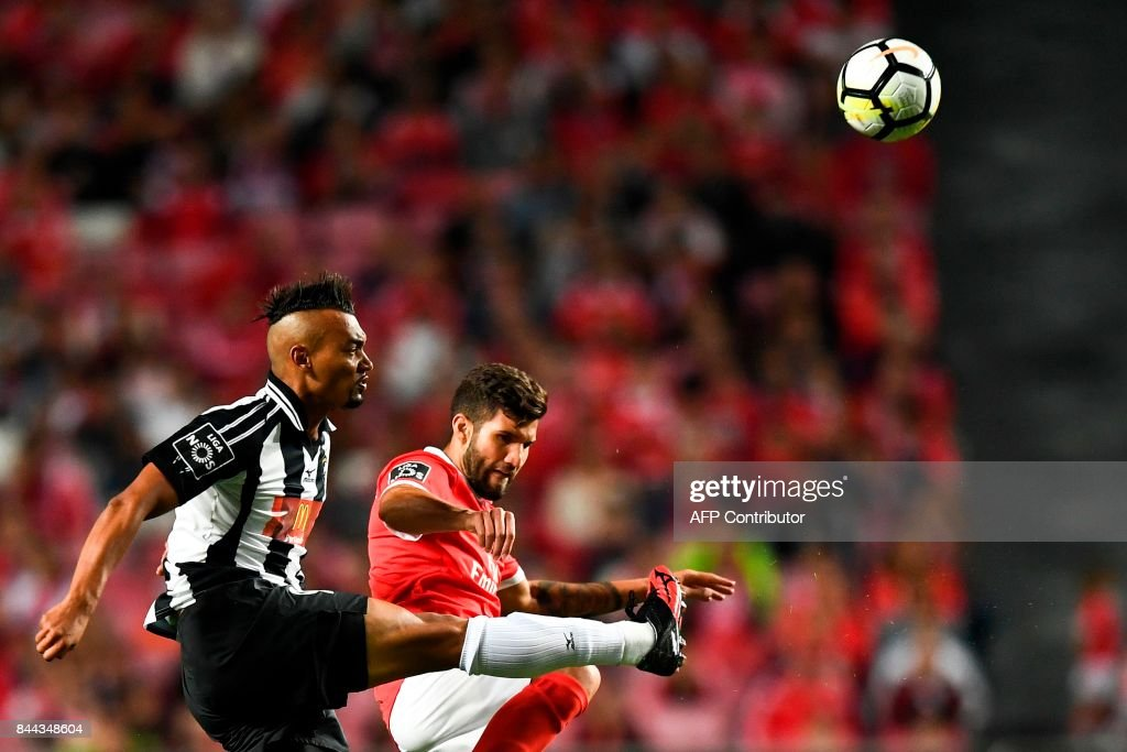 Portimonense's Brazilian midfielder Fabricio Messias (L) vies with Benfica's Argentine defender Lisandro Lopeze during the Portuguese league football match SL Benfica vs Portimonense SAD at the Luz stadium in Lisbon on September 8, 2017. /