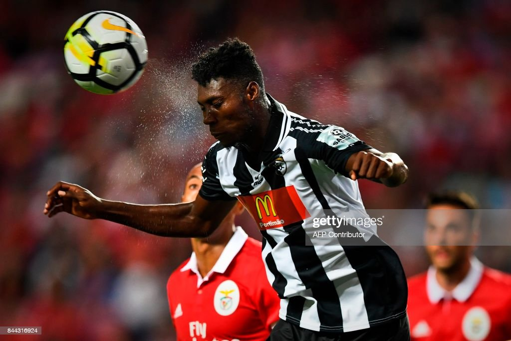Portimonense's Ghanaian defender Emmanuel Hackman heads the ball during the Portuguese league football match SL Benfica vs Portimonense SAD at the Luz stadium in Lisbon on September 8, 2017. /