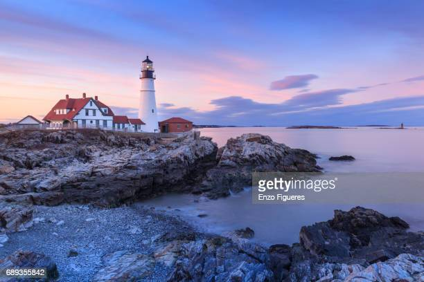 portland head light at dusk - portland maine fotografías e imágenes de stock