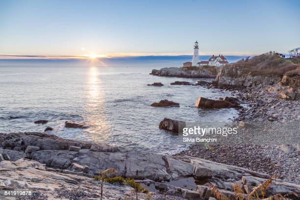 portland head lighthouse at dawn - maine stock pictures, royalty-free photos & images