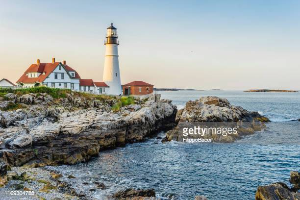 portland head lighthouse, maine, usa at sunset - maine stock pictures, royalty-free photos & images