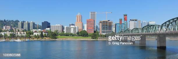 portland skyline - willamette river - oregon - portland oregon stock pictures, royalty-free photos & images