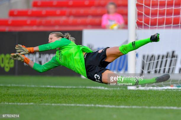 Portland Thorns FC goalkeeper Britt Eckerstrom can't make the save on the goal against the Chicago Red Stars on June 16 2018 at Toyota Park in...
