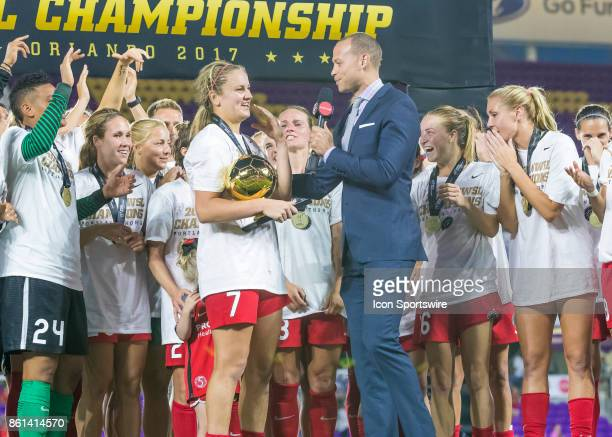 Portland Thorns FC midfielder Lindsey Horan receives MVP for her goal during the NWSL soccer Championship match between the North Carolina Courage...