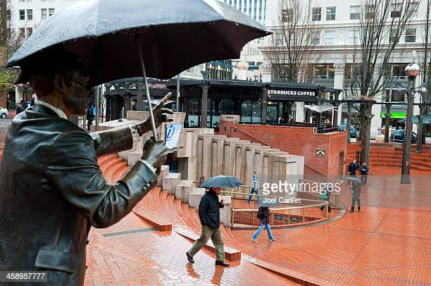 portland's pioneer courthouse square on rainy day - pioneer square portland stock photos and pictures