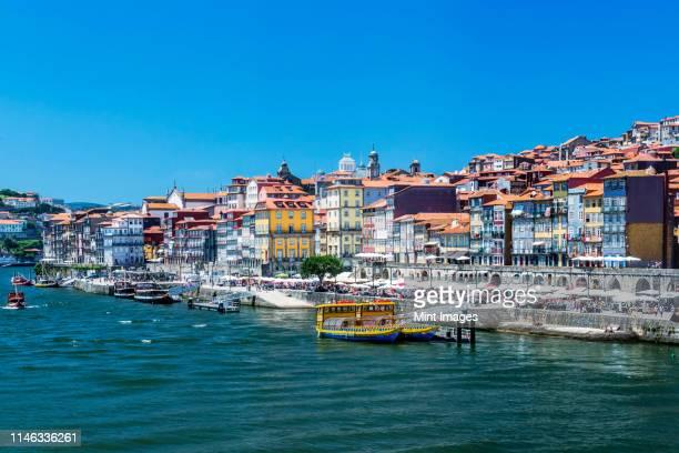 porto cityscape and harbor, porto, portugal - quayside fotografías e imágenes de stock