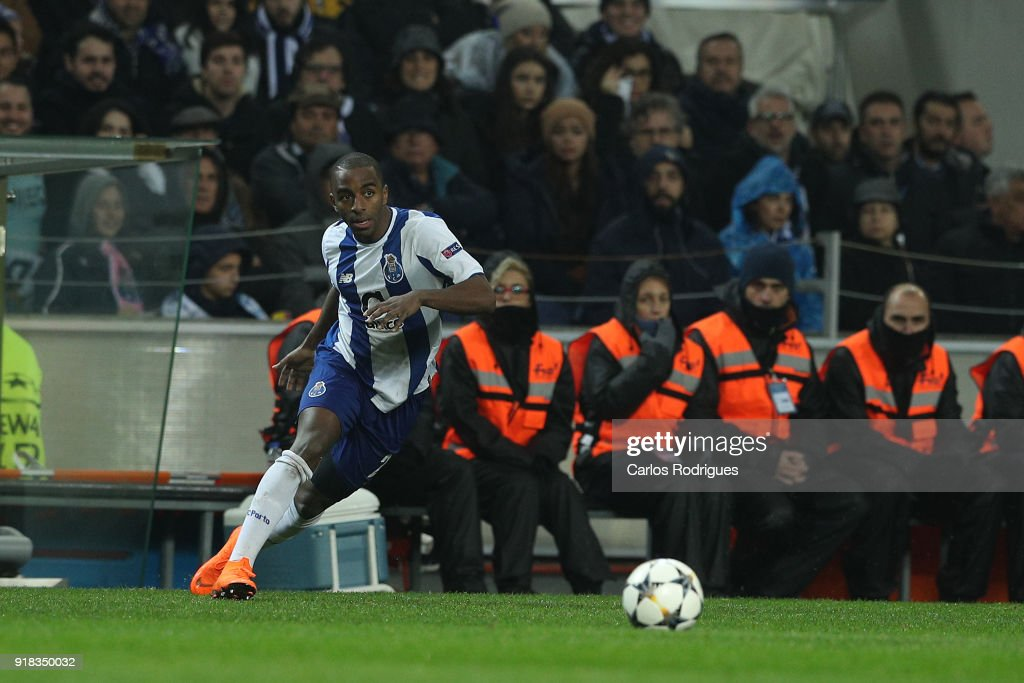 FC Porto v Liverpool - UEFA Champions League Round of 16: First Leg : Nachrichtenfoto