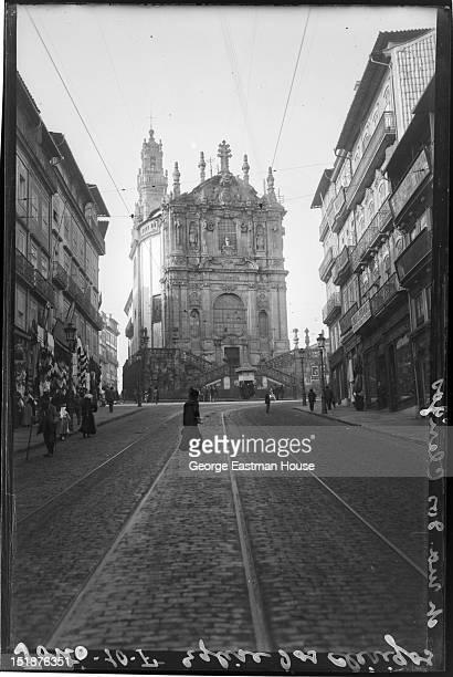 Porto Eglise dos Clerigos/et rue dos Clerigos, between 1900 and 1919.