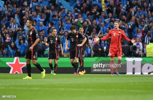 Porto FC Bayern Muenchen Thiago Alcantara Rafinha Xabi Alonso Jerome Boateng und Torwart Manuel Neuer