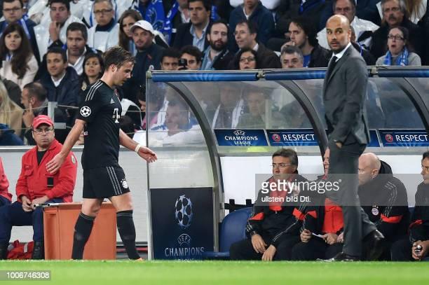 Porto FC Bayern Muenchen Mario Goetze enttauscht bei seiner Auswechslung Trainer Pep Guardiola