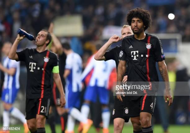 Porto FC Bayern Muenchen Philipp Lahm und Dante sind nach dem Abpfiff enttaeuscht