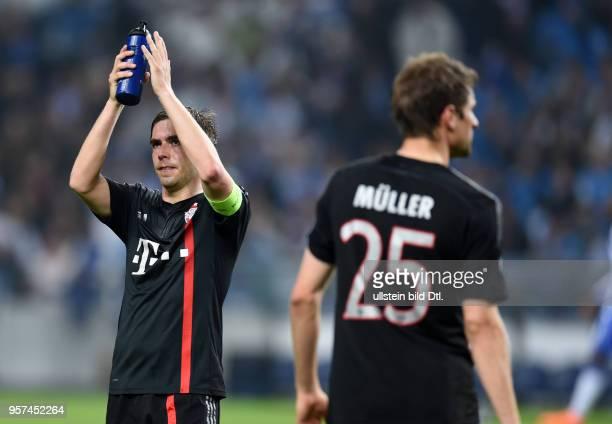 Porto FC Bayern Muenchen Philipp Lahm und Thomas Mueller sind nach dem Abpfiff enttaeuscht