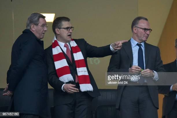 Porto FC Bayern Muenchen Praesident Karl Hopfner Finanzvorstand JanChristian Dreesen und Vorstandsvorsitzender Karl Heinz Rummenigge auf der...
