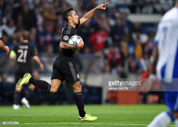 Porto FC Bayern Muenchen Thiago Alcantara freut sich nach dem Anschlusstreffer zum 21