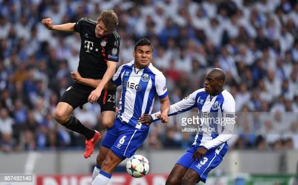 Porto FC Bayern Muenchen Thomas Mueller gegen Casemiro und Bruno Martins Indi