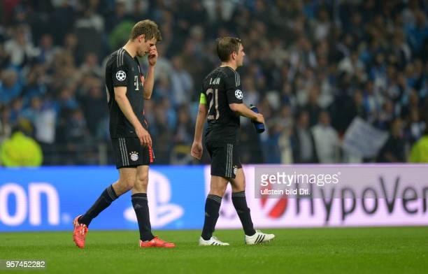 Porto FC Bayern Muenchen Thomas Mueller und Philipp Lahm sind nach dem Abpfiff enttaeuscht