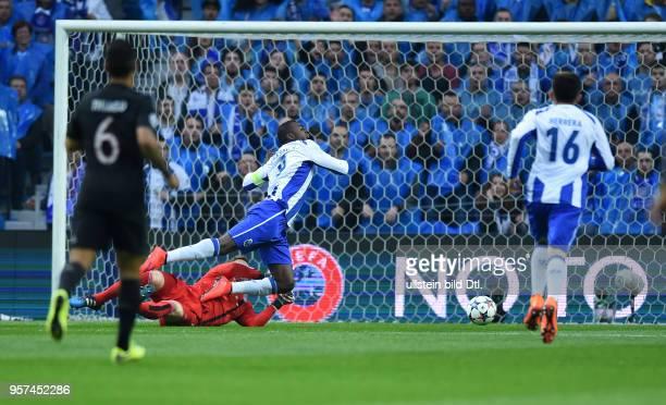 Porto FC Bayern Muenchen Torwart Manuel Neuer foult Jackson Martinez elfmetereif
