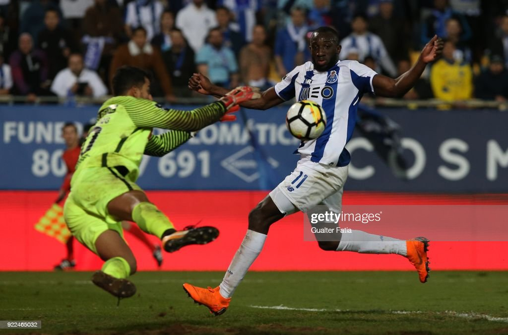 FC Porto forward Moussa Marega from Mali with GD Estoril Praia goalkeeper Renan Ribeiro from Brazil in action during the Primeira Liga match between GD Estoril Praia and FC Porto at Estadio Antonio Coimbra da Mota on February 21, 2018 in Estoril, Portugal.