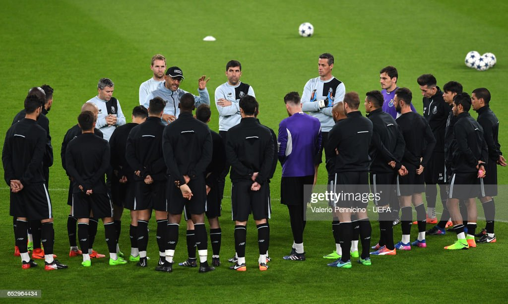 FC Porto head coach Nuno Espirito Santo Talks with his players during a training session ahead of the UEFA Champions League Round of 16 second leg match between Juventus FC and FC Porto at Juventus Stadium on March 13, 2017 in Turin, Italy.