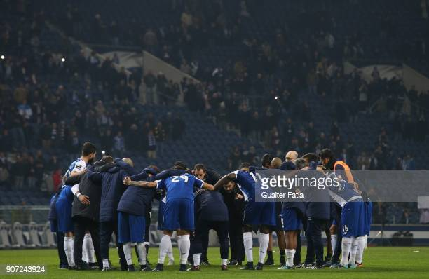 Porto head coach Sergio Conceicao from Portugal talks to FC Porto players at the end of the Primeira Liga match between FC Porto and CD Tondela at...