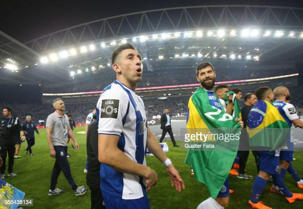 Porto midfielder Hector Herrera from Mexico celebrate the league title with players at the end of the Primeira Liga match between FC Porto and CD...