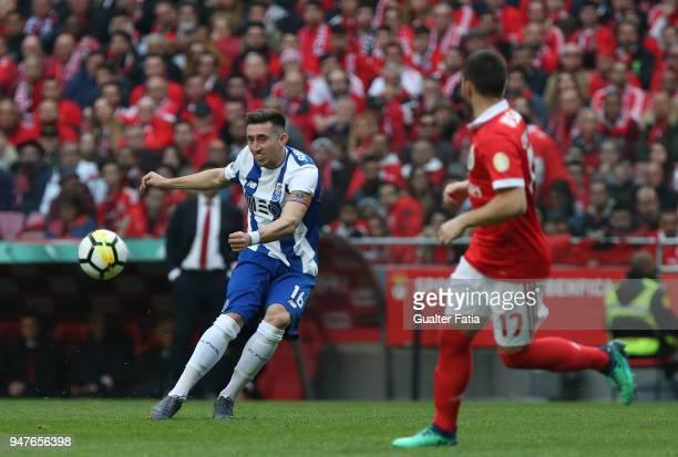 Porto midfielder Hector Herrera from Mexico in action during the Primeira Liga match between SL Benfica and FC Porto at Estadio da Luz on April 15...