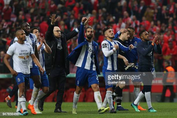 Porto players celebrate the victory at the end of the Primeira Liga match between SL Benfica and FC Porto at Estadio da Luz on April 15 2018 in...