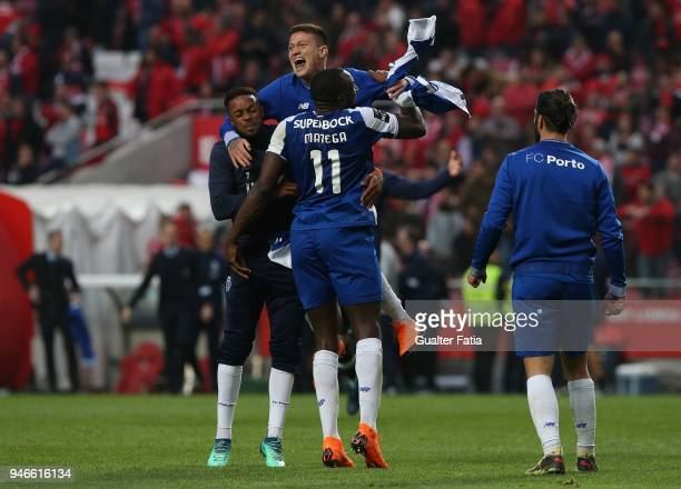 Porto players celebrates the victory at the end of the Primeira Liga match between SL Benfica and FC Porto at Estadio da Luz on April 15 2018 in...