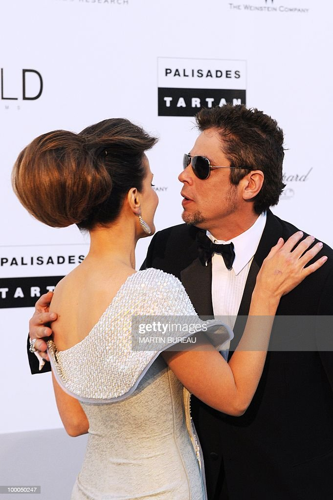 Porto-Rican actor Benicio del Toro and English actress Kate Beckinsale pose while arriving to attend the 2010 amfAR's Cinema Against Aids on May 20, 2010 in Antibes, southeastern France.