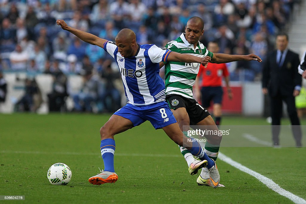 Porto's Algerian forward Yacine Brahimi (L) in action with Sporting's Portuguese midfielder Jo��o M��rio (R) during the Premier League 2015/16 match between FC Porto and Sporting CP, at Drag��o Stadium in Porto on April 30, 2016.