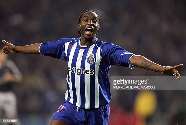 Porto's Benni McCarthy celebrates his goal against Chelsea during their Group H Champions League football match in Porto 07 December 2004 AFP PHOTO/...