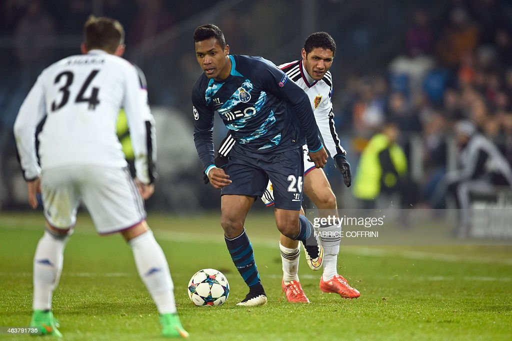 Porto's Brazilian defender Alex Sandro (C) vies with Basel's Swiss midfielder Taulant Xhaka (L) and Basel's Egyptian midfielder Mohamed Elneny during the UEFA Champions League round of 16 first leg football match between Basel (FCB) and Porto (FCP) on February 18, 2015 at the St. Jakob-Park stadium in Basel.