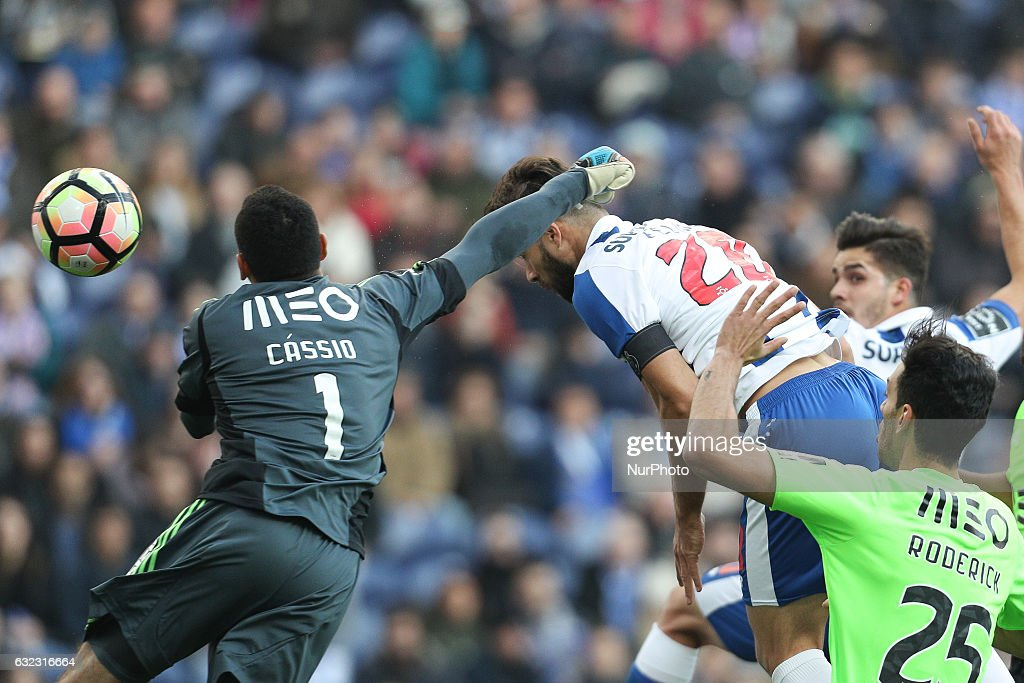 Porto's Brazilian defender Felipe (C) score a goal during the Premier League 2016/17 match between FC Porto and Rio Ave, at Dragao Stadium in Porto on January 21, 2017.